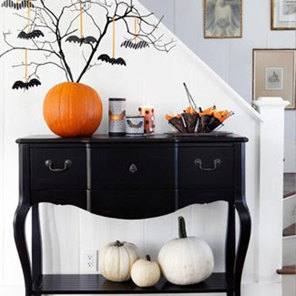 Modern-Halloween-decoration-ideas-black-and-white-hellowen-decorating-ideas-orange-accents