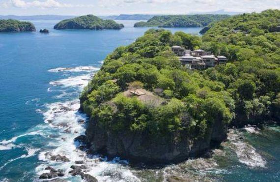 Green Contemporary Vacation Home in Costa Rica Villa Manzu (2)