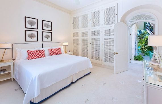 Spacious Jewelry in Barbados Crystal Springs Home  (19)