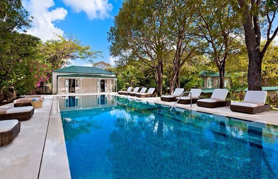 Spacious Jewelry in Barbados Crystal Springs Home  (3)