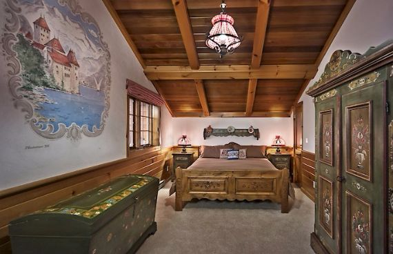 Traditional Mountain Chalet Integrating Modern Life Perks in Colorado; Senner Chalet (13)