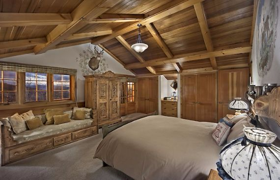 Traditional Mountain Chalet Integrating Modern Life Perks in Colorado; Senner Chalet (14)