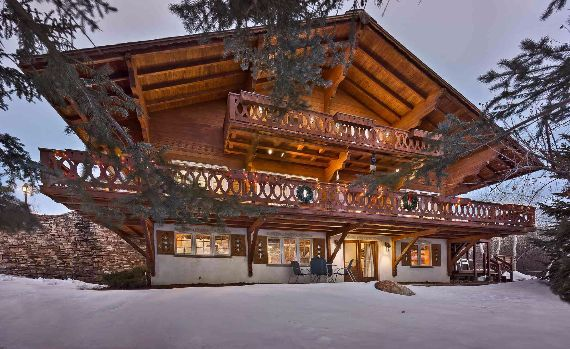 Traditional Mountain Chalet Integrating Modern Life Perks in Colorado; Senner Chalet (4)