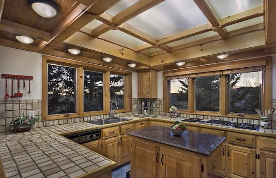 Traditional Mountain Chalet Integrating Modern Life Perks in Colorado; Senner Chalet (6)
