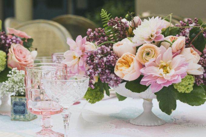 50Stylish And Inspiring Flower Arrangement Centerpieces and Table Decoration Ideas (23)