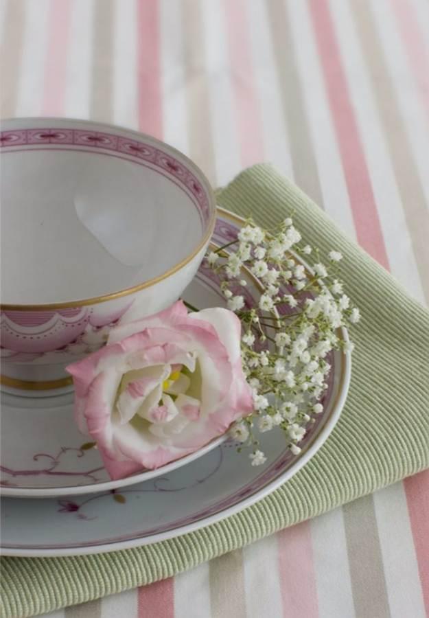 stylish-spring-table-settings-3