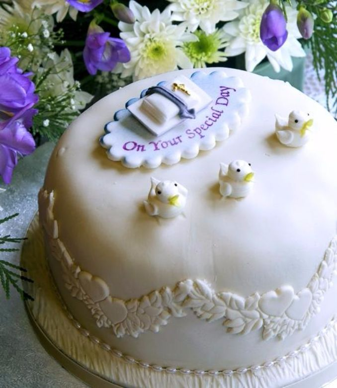 Gorgeous Baby Shower Cakes And Cupcakes Decorating Ideas (11)