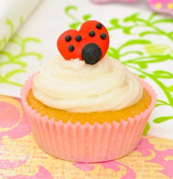 Gorgeous Baby Shower Cakes And Cupcakes Decorating Ideas (16)