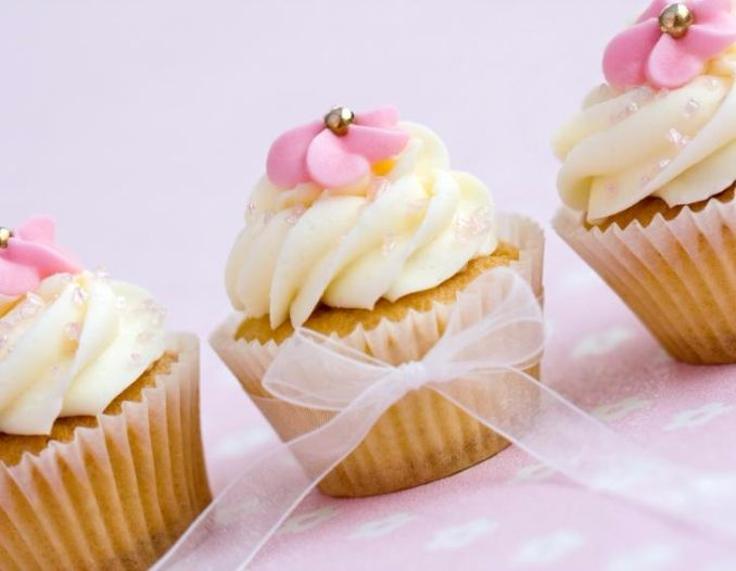 Gorgeous Baby Shower Cakes And Cupcakes Decorating Ideas (17)