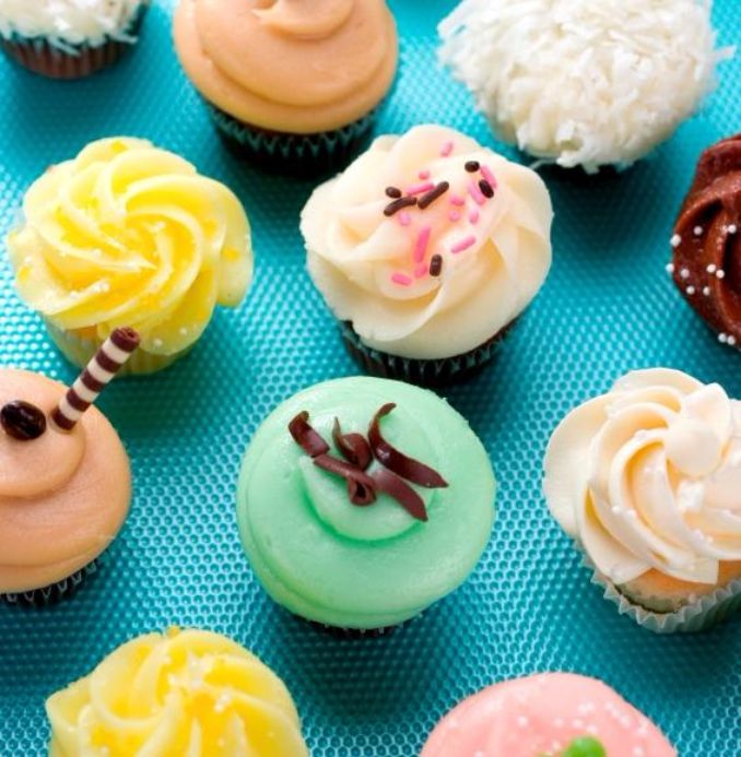 Gorgeous Baby Shower Cakes And Cupcakes Decorating Ideas (18)