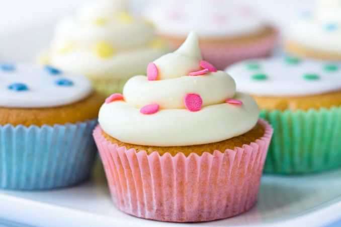 Gorgeous Baby Shower Cakes And Cupcakes Decorating Ideas (6)