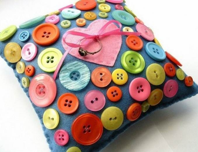 Creative DIY Craft Decorating Ideas Using Colorful Buttons (10)