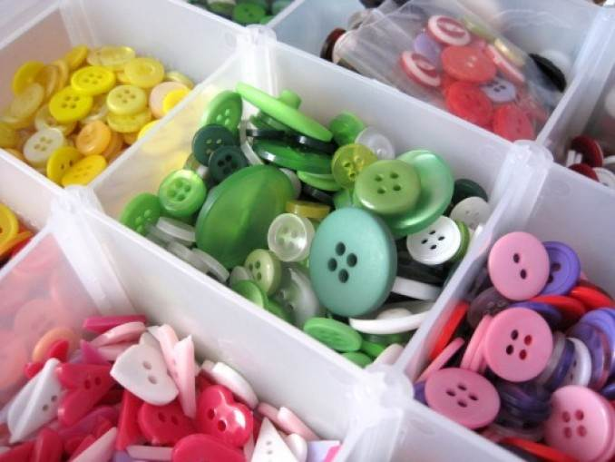 Creative DIY Craft Decorating Ideas Using Colorful Buttons (2)