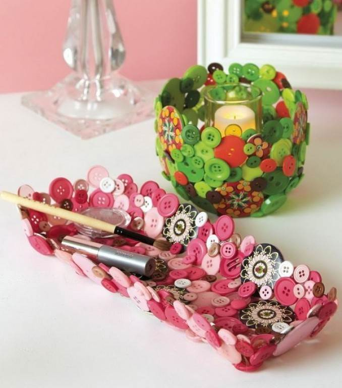 Creative DIY Craft Decorating Ideas Using Colorful Buttons (28)
