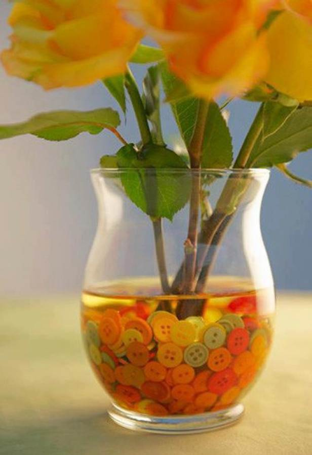 Creative DIY Craft Decorating Ideas Using Colorful Buttons (34)