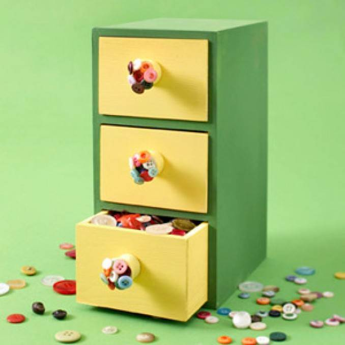 Creative DIY Craft Decorating Ideas Using Colorful Buttons (43)