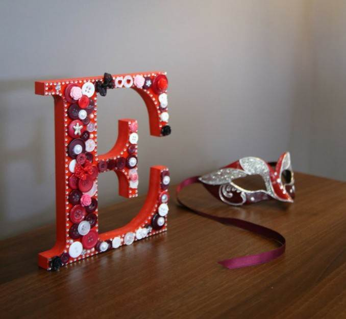 Creative DIY Craft Decorating Ideas Using Colorful Buttons (5)
