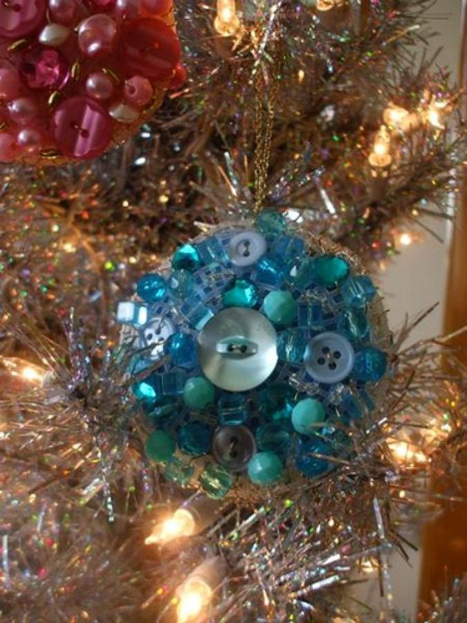 Creative DIY Craft Decorating Ideas Using Colorful Buttons (50)