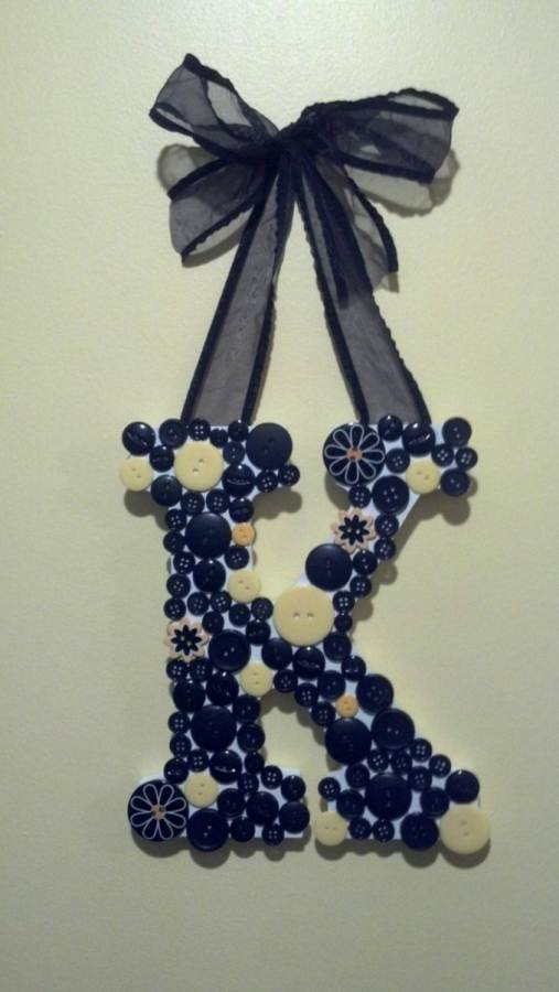 Creative DIY Craft Decorating Ideas Using Colorful Buttons (63)