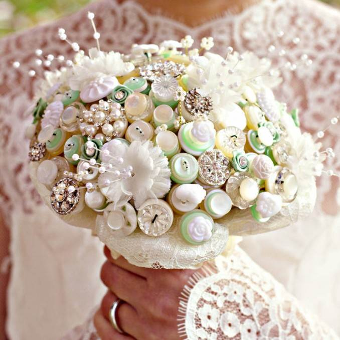 Creative DIY Craft Decorating Ideas Using Colorful Buttons (77)