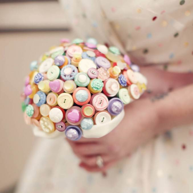 Creative DIY Craft Decorating Ideas Using Colorful Buttons (94)