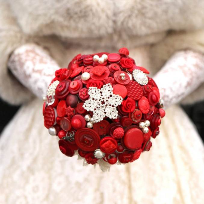 Creative DIY Craft Decorating Ideas Using Colorful Buttons (97)