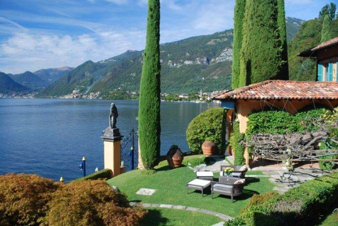 Delightful Villa On Lake Como Italy (11)