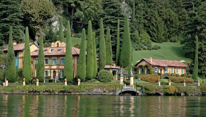 Delightful Villa On Lake Como Italy (3)