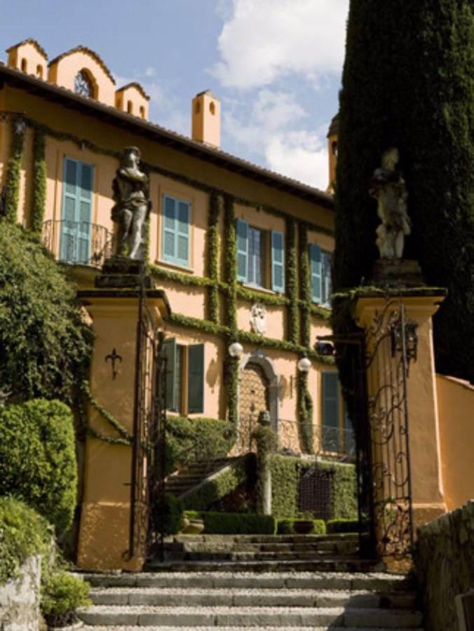 Delightful Villa On Lake Como Italy (47)
