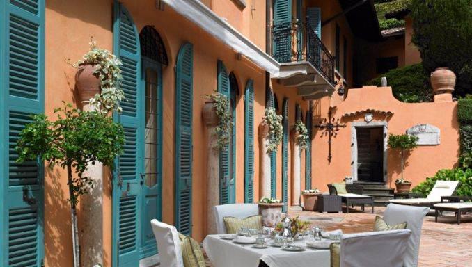 Delightful Villa On Lake Como Italy (6)