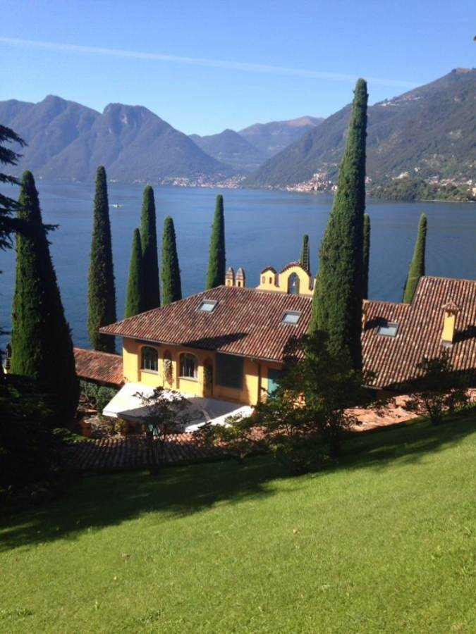 Delightful Villa On Lake Como Italy (8)