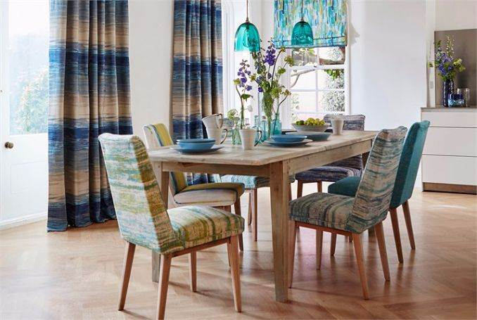8-Harlequin-Fauvisimo-fabric-Setola-blue-white-painterly-striped-curtain-Sgraffito-plain-fabric-luxurious-dining-room