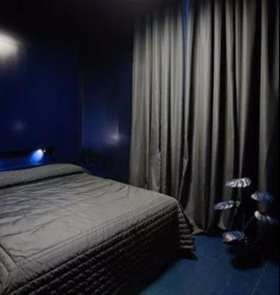 spooky-bedroom-decor-with-subtle-halloween-atmosphere_03