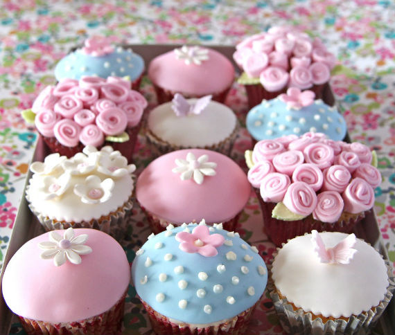 Mother-day-iced-cupcakes-