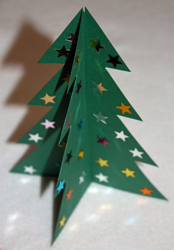 https://www.curbly.com/13169-free-3d-christmas-tree-printable