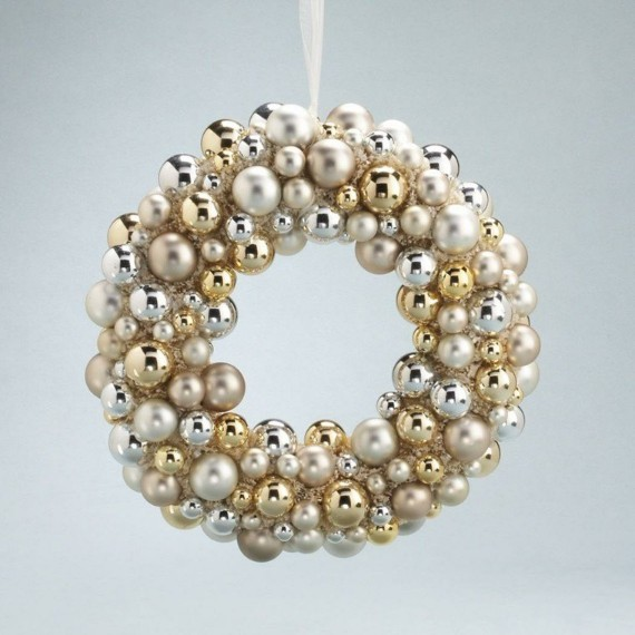 Christmas wreath golden white balls