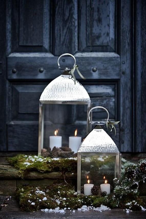 Front-Door-Christmas-Lanten-Decor-Ideas.-Door-Lantern-Christmas-Via-Belgian-Pearls.