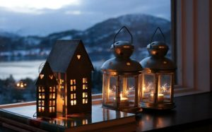 Window-Sill-Christmas-Lanterns-Decoration