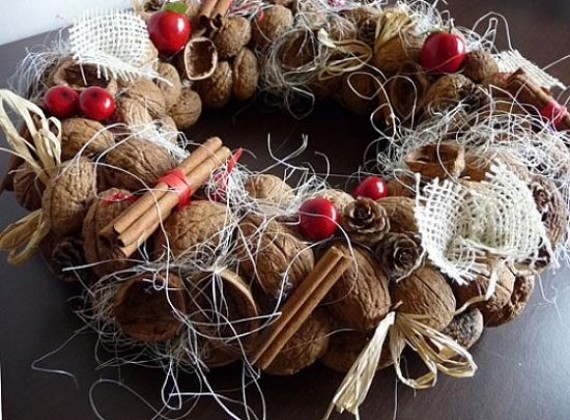 handmade-christmas-decorationg-cinnamon-sticks