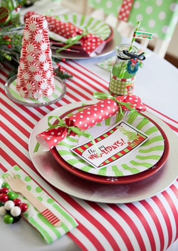 Grinch Themed Table;