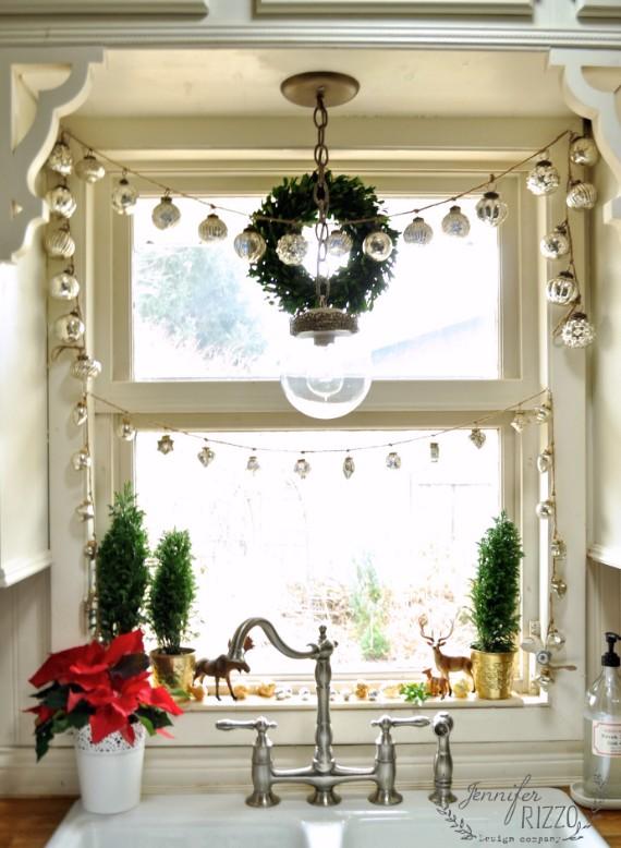 Window-framed-in-mercury-glass-galrnads