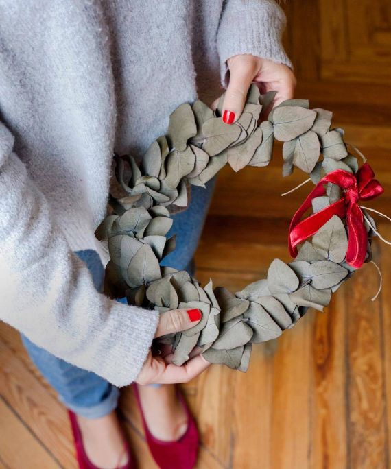 DIY Christmas wreath with ribbon and A BOW