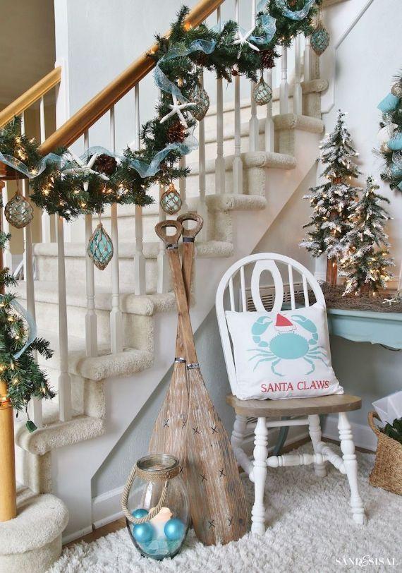 Coastal-Christmas-Entryway-Decor