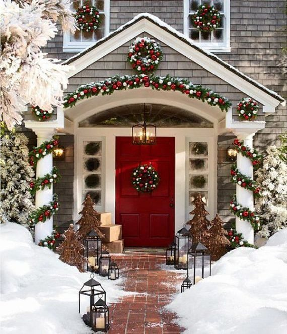 Traditional-Red-gold-Christmas-front-door