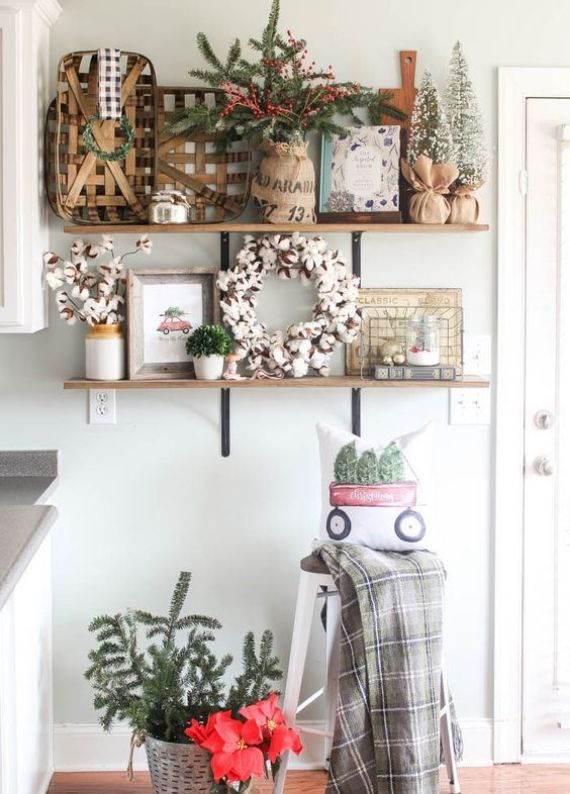 baskets-cotton-arranhements-snowy-Christmas-trees-evergreens-and-berries-for-holiday-decor