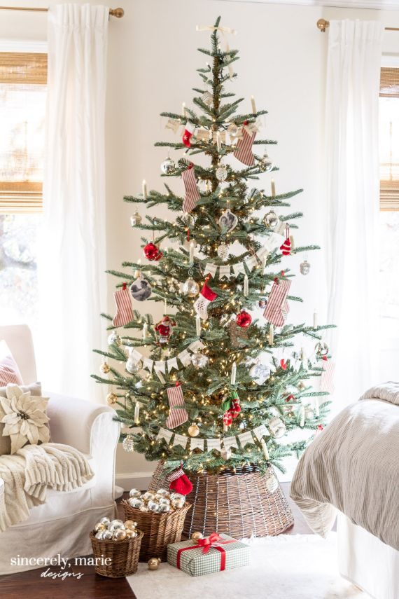 bedrooms-old-fashioned-christmas-tree