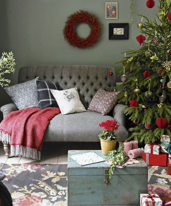 green-christmas-living-room-with-decorations