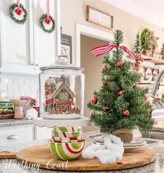 Christmas-kitchen-island-GINGERBREAD HOUSE (1)