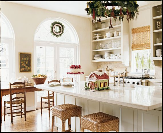 IMPRESS KIDS WITH A GINGERBREAD HOUSE